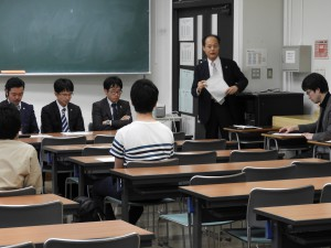 司会をされる法科大学院の野坂教授